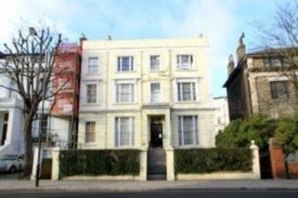 Flat to rent in Pembridge Villas, W11