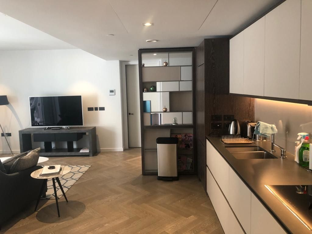2 bed flat to rent in 2 Circus Road West, SW11