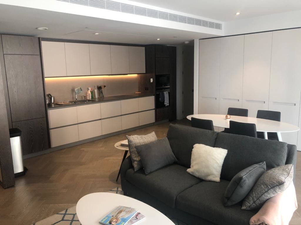 2 bed flat to rent in 2 Circus Road West 11