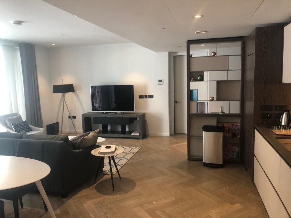 2 bed flat to rent in 2 Circus Road West 4