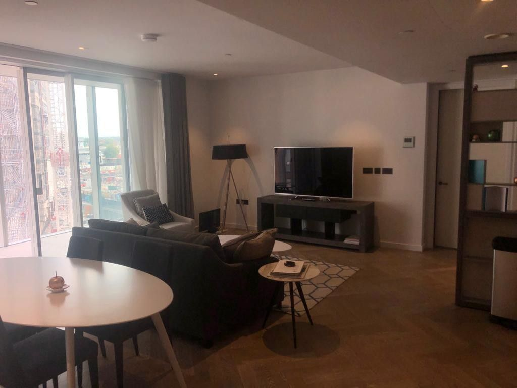 2 bed flat to rent in 2 Circus Road West 5