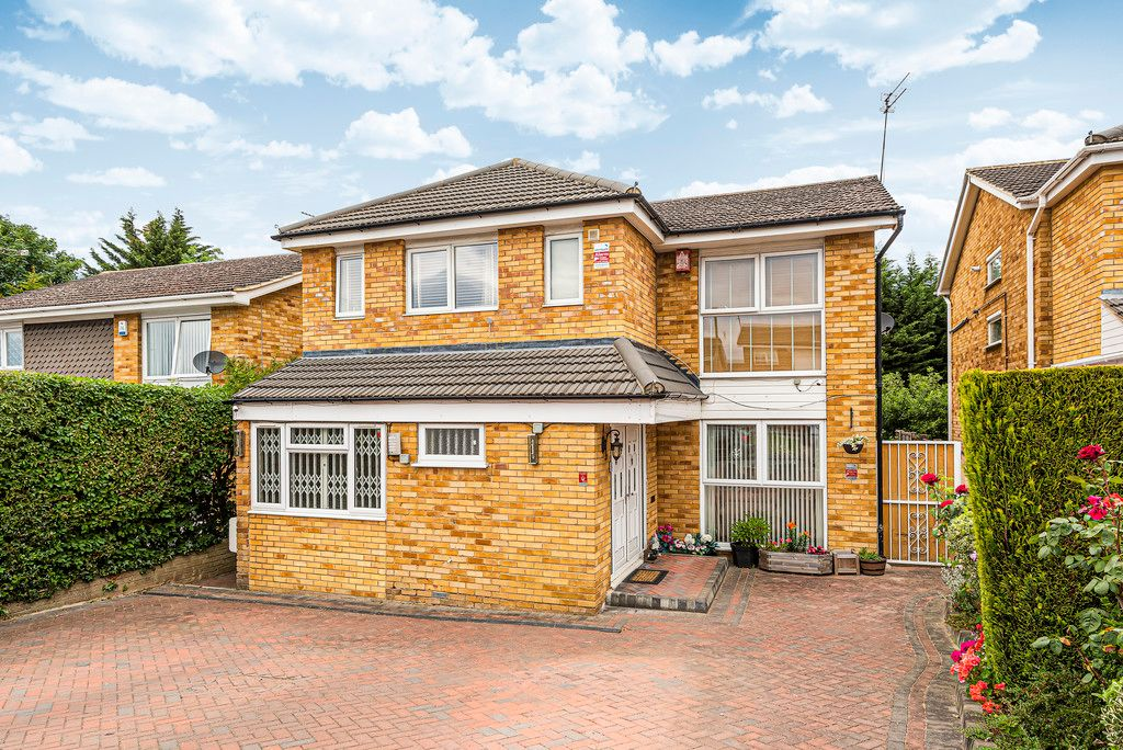 4 bed house for sale in Ibsley Way, Cockfosters, Barnet  - Property Image 1