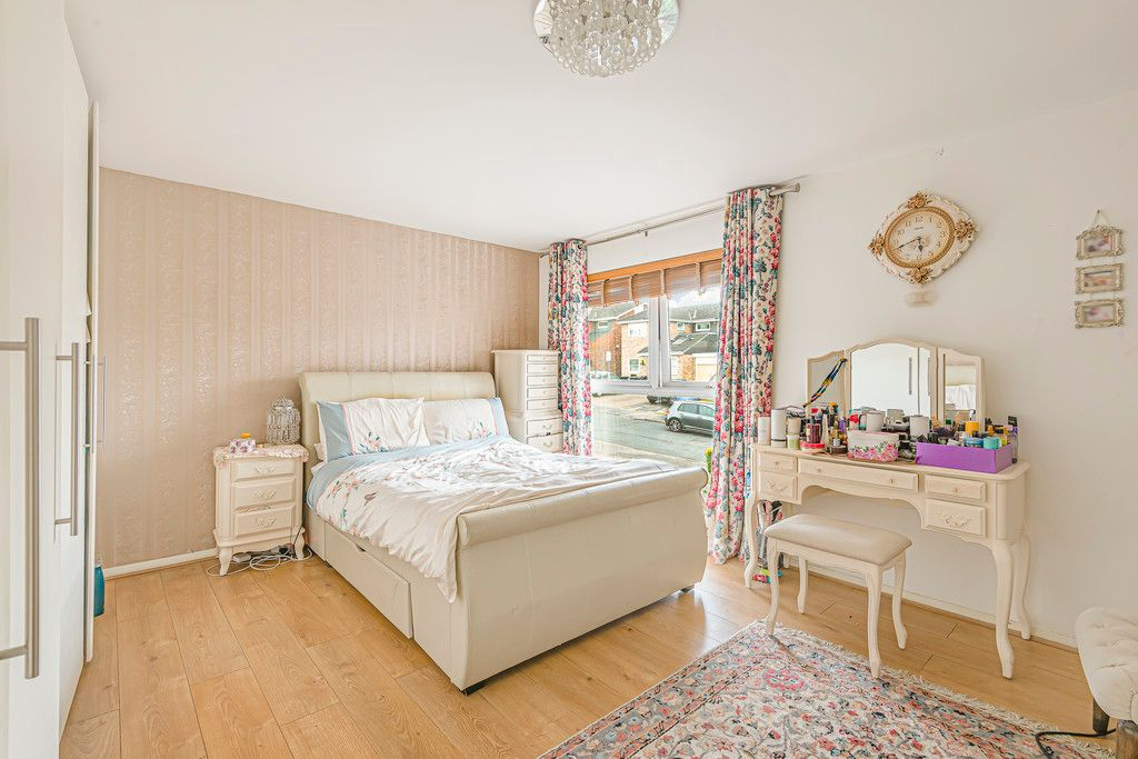 4 bed house for sale in Ibsley Way, Cockfosters, Barnet  - Property Image 11