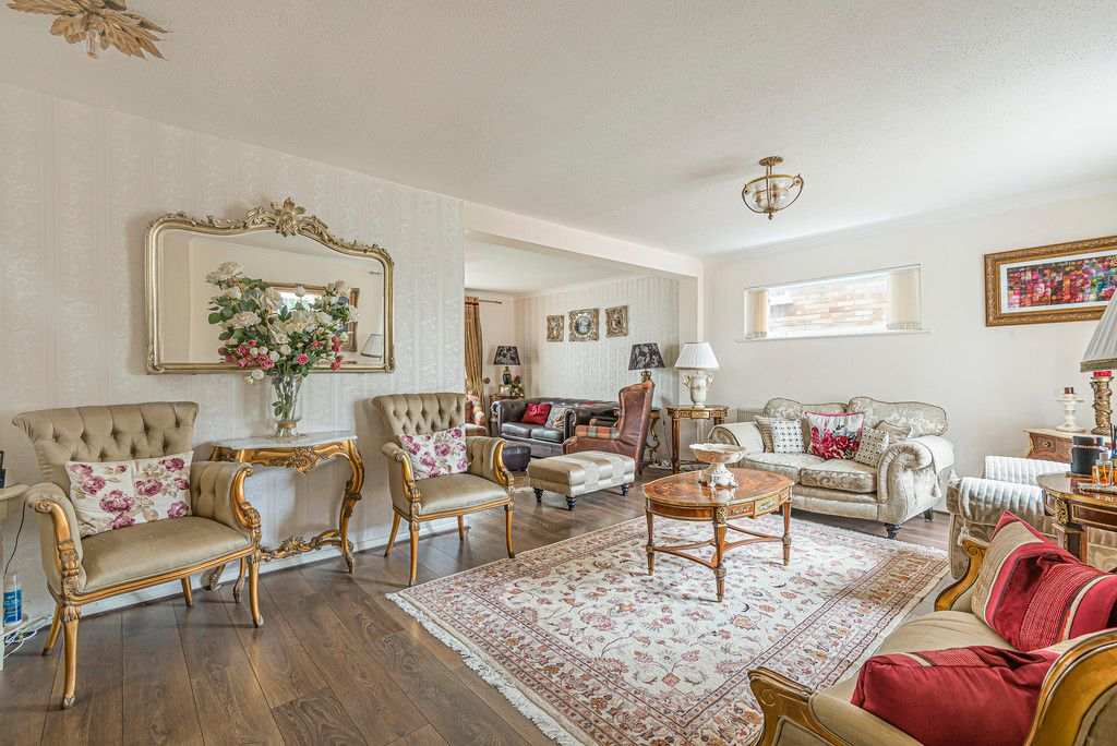 4 bed house for sale in Ibsley Way, Cockfosters, Barnet  - Property Image 5