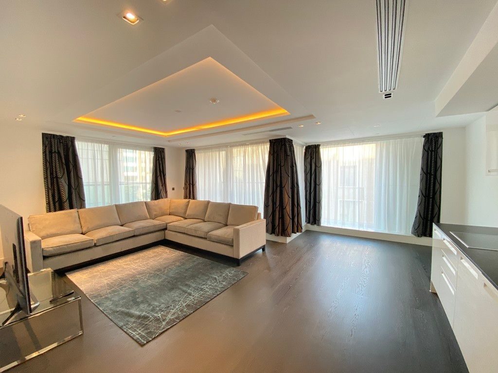 2 bed flat to rent in High Street Kensington 2
