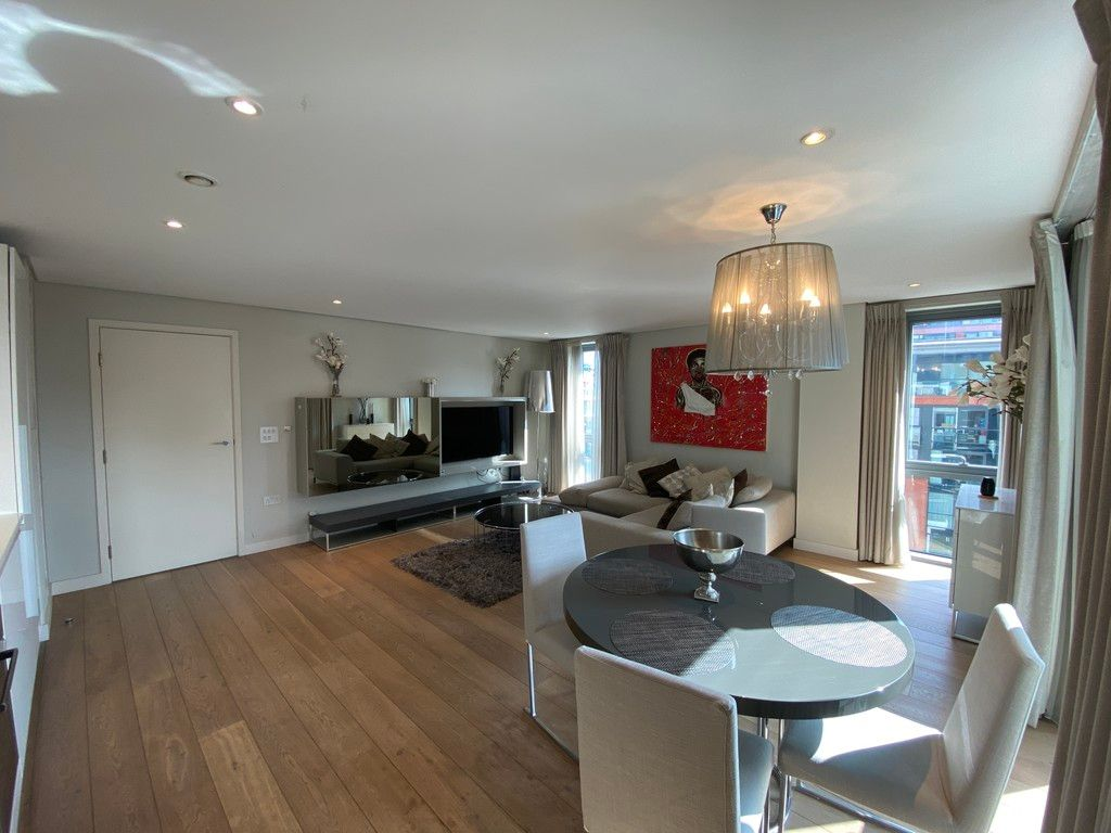2 bed flat to rent in Merchant Square, W2