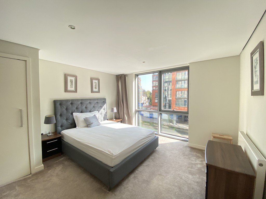 2 bed flat to rent in Merchant Square East 2