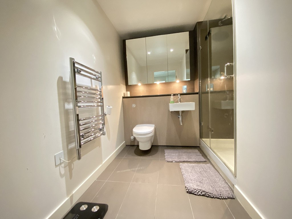2 bed flat to rent in Merchant Square East 5