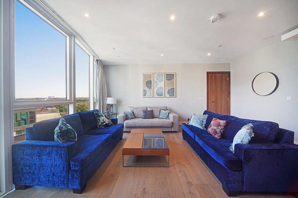 3 bed flat to rent in Pinnacle House, Battersea Reach 3