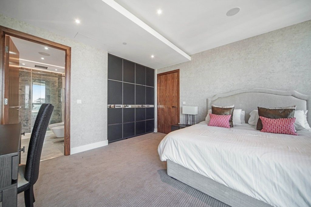 3 bed flat to rent in Pinnacle House, Battersea Reach 6
