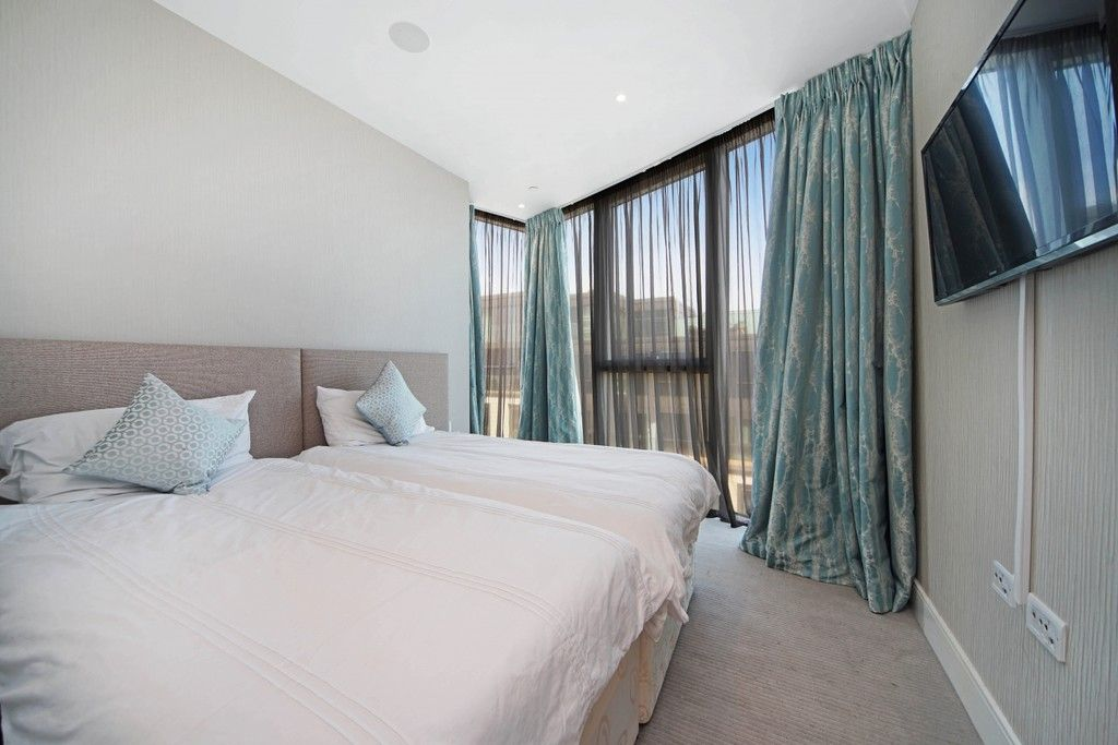 3 bed flat to rent in Pinnacle House, Battersea Reach 7