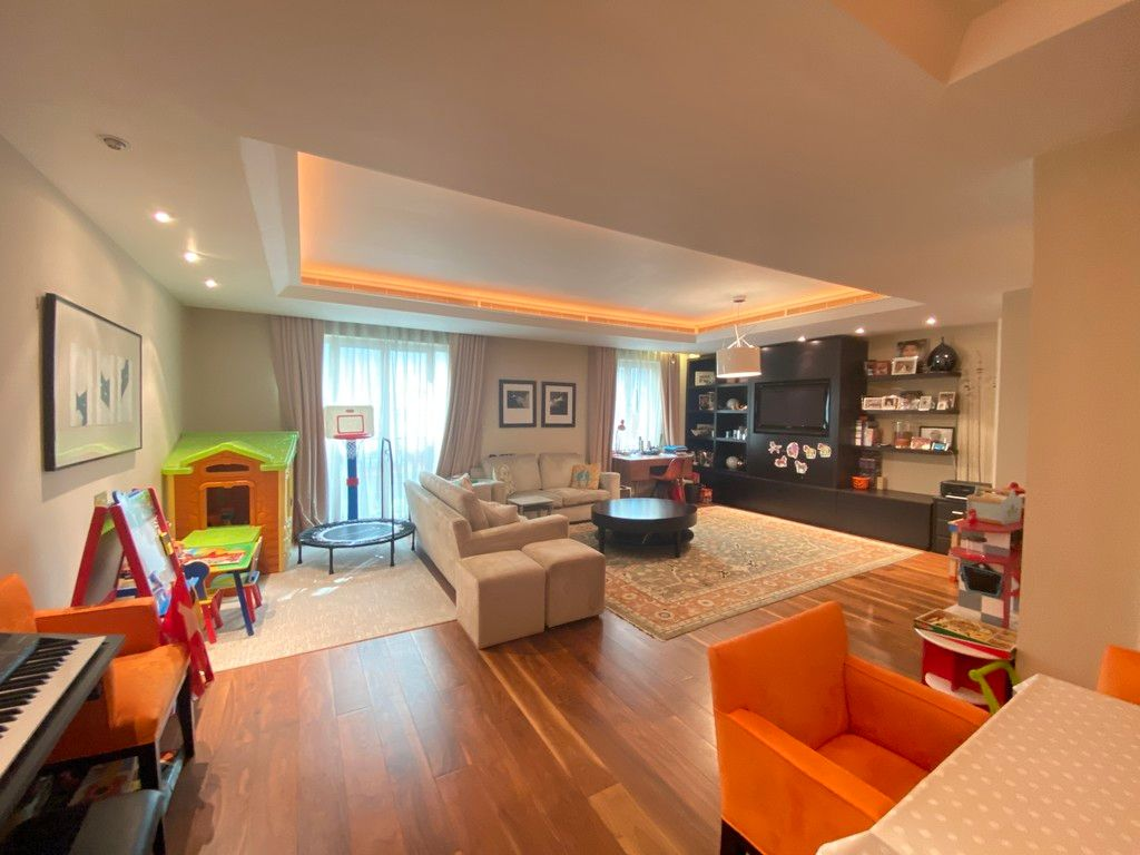 3 bed flat to rent in Lancelot Place, Knightsbridge, SW7