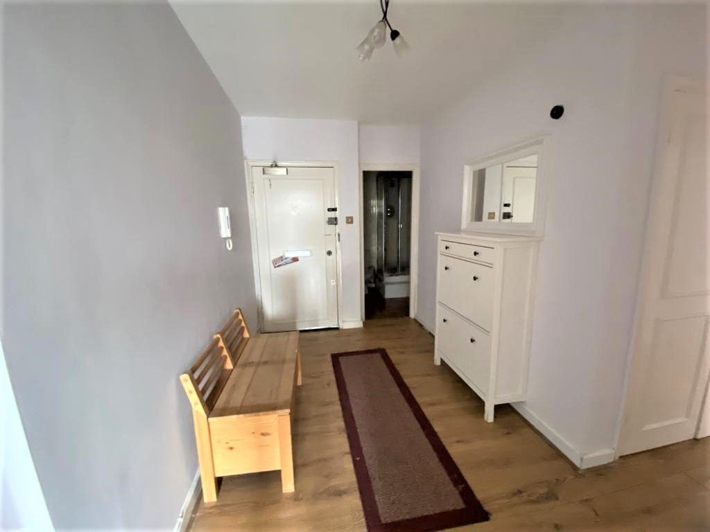 2 bed flat to rent in Cambridge Square, London 8