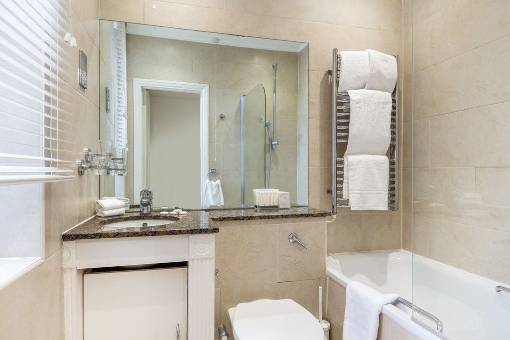 3 bed flat to rent in Nassau Street, London 10