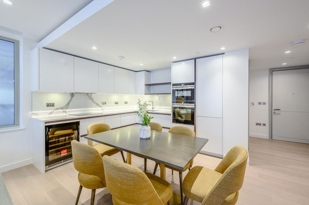 3 bed flat to rent in Garrett Mansions, 287 Edgware Road 4