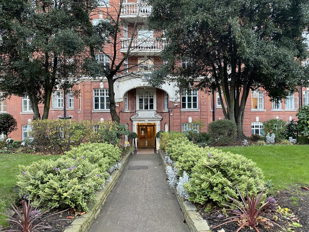 2 bed flat for sale in Maida Vale, London - Property Image 1