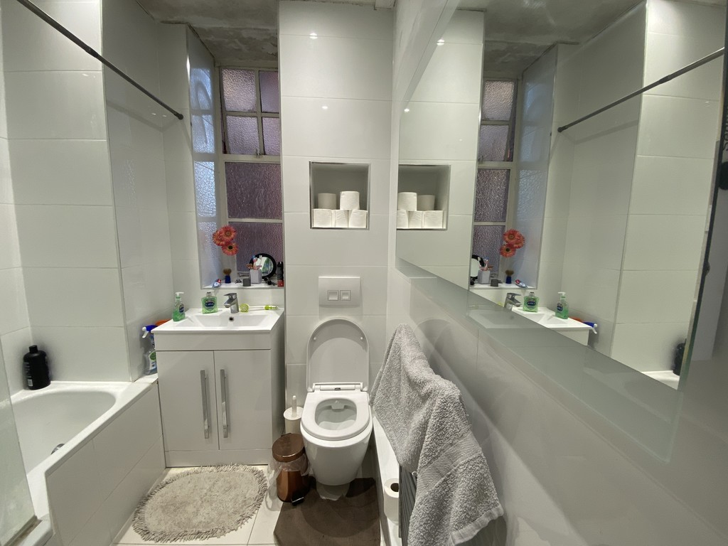2 bed flat for sale in Maida Vale, London 7