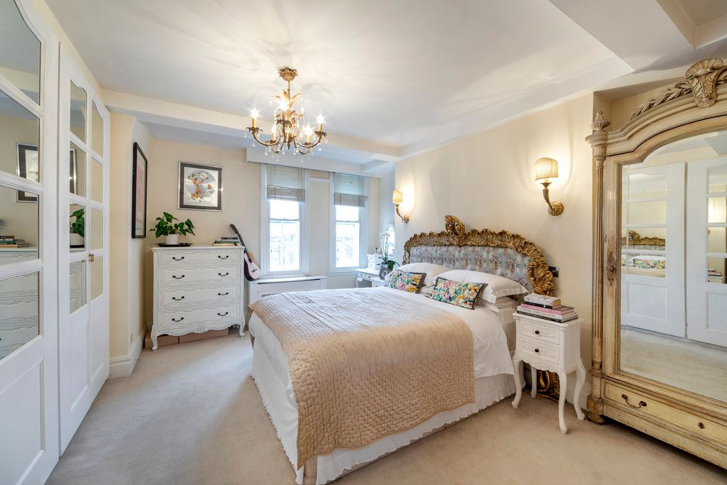 2 bed flat for sale in Chalfont Court, Baker Street   5