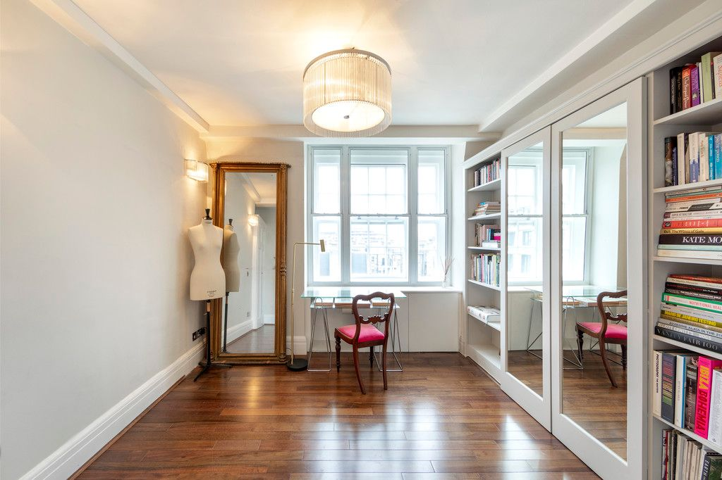 2 bed flat for sale in Chalfont Court, Baker Street    - Property Image 6