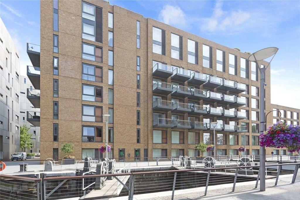 2 bed flat to rent in Grosvenor Waterside, London 1