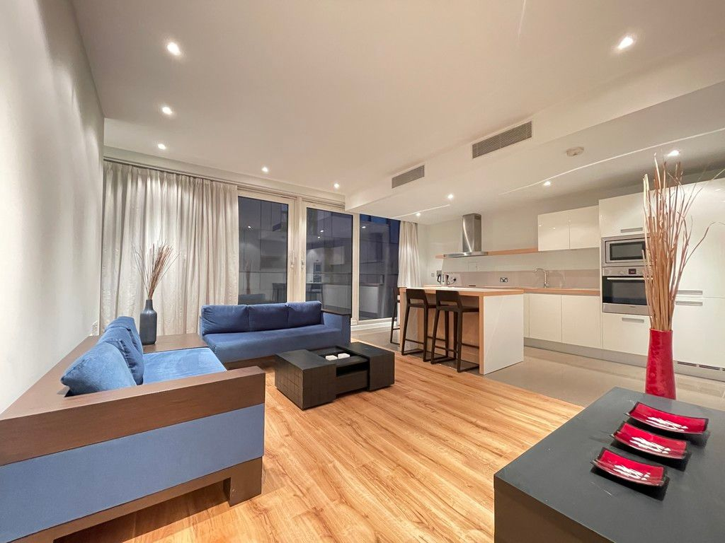 2 bed flat to rent in Grosvenor Waterside, London 2
