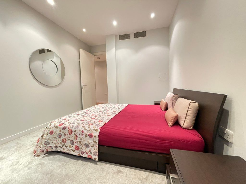 2 bed flat to rent in Grosvenor Waterside, London  - Property Image 3