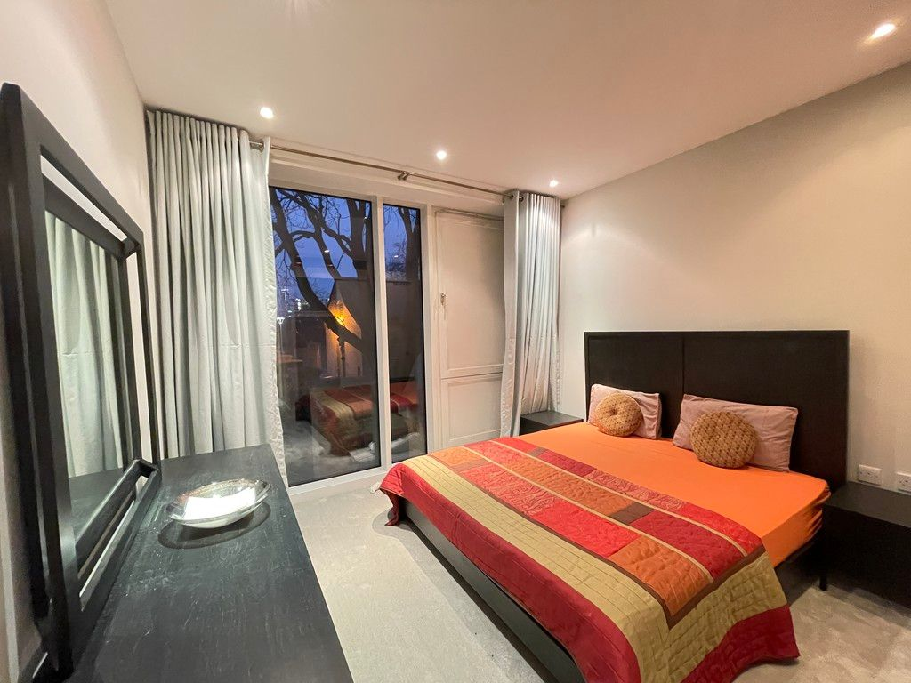 2 bed flat to rent in Grosvenor Waterside, London 4