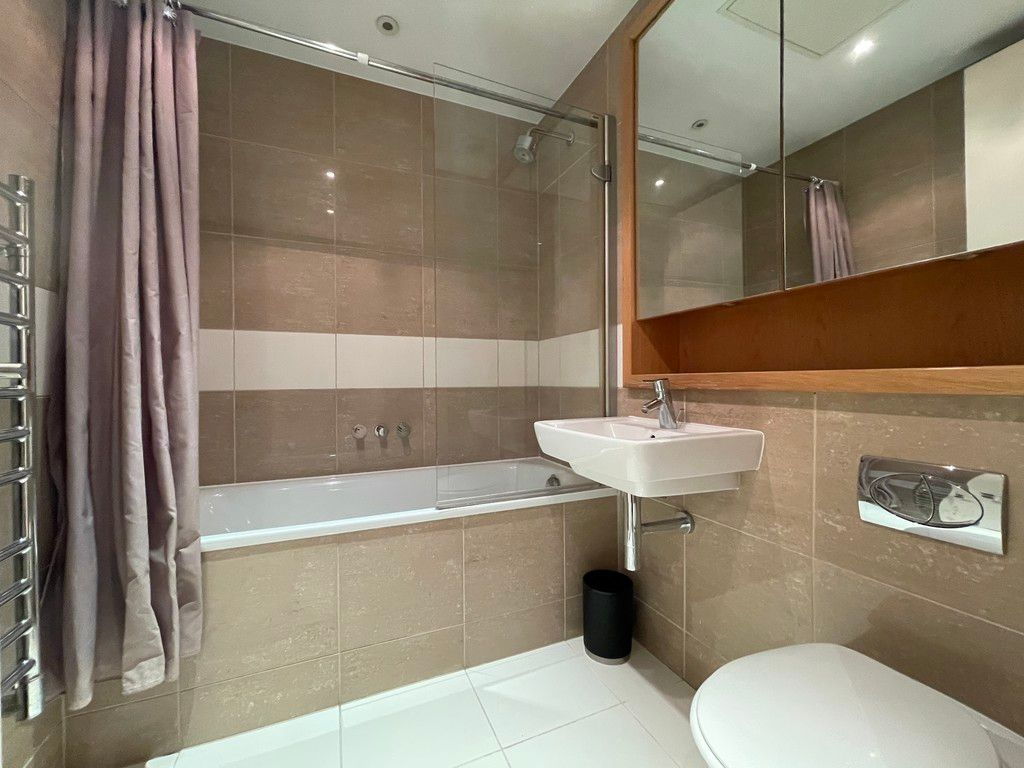 2 bed flat to rent in Grosvenor Waterside, London  - Property Image 5