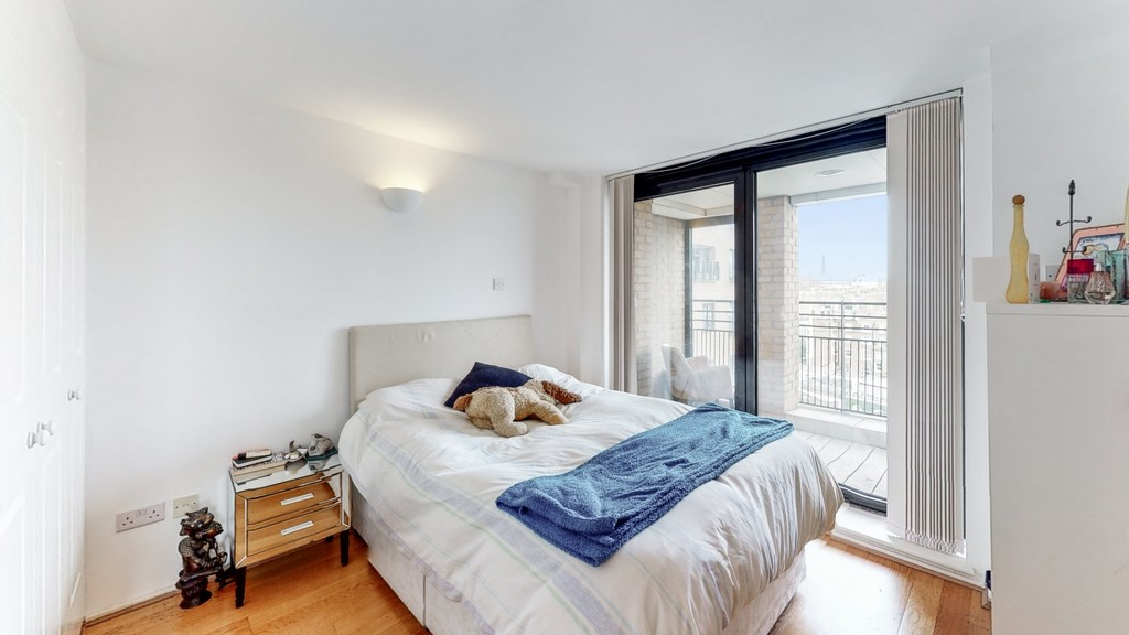 2 bed flat for sale in Point West , 116 Cromwell Road 4