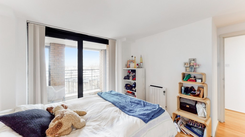 2 bed flat for sale in Point West , 116 Cromwell Road 5
