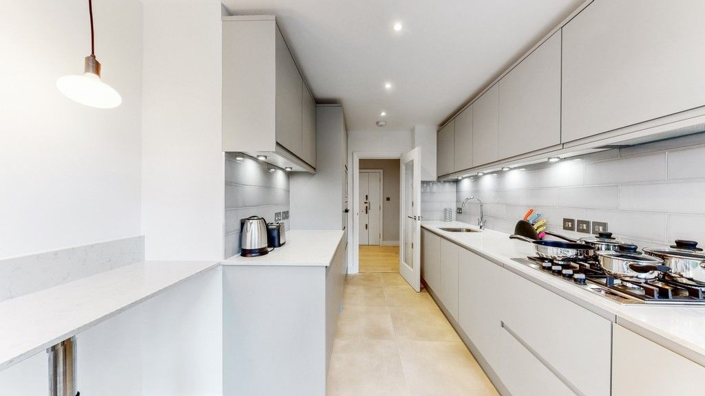 2 bed flat to rent in Gloucester Square 12