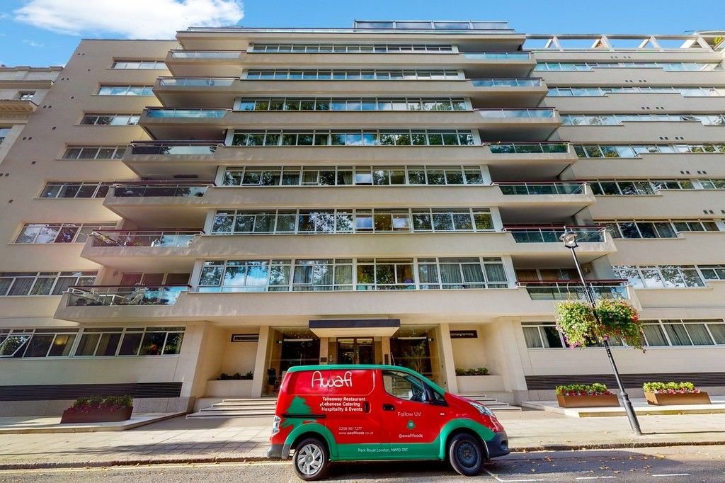 2 bed flat to rent in Gloucester Square 17