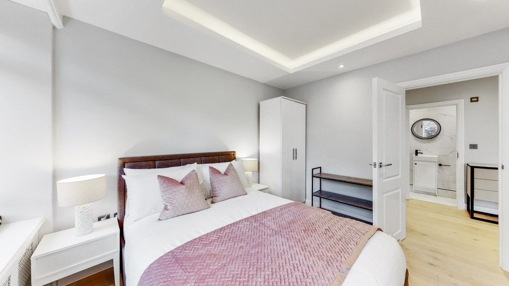 2 bed flat to rent in Gloucester Square  - Property Image 9