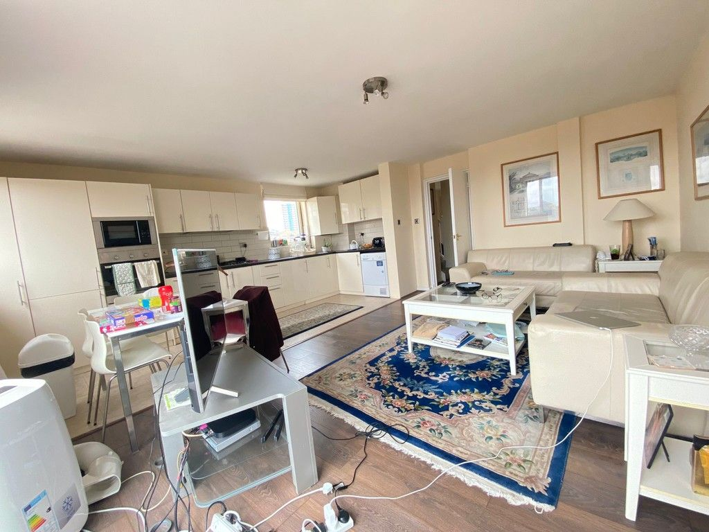 2 bed flat to rent in Asher Way, E1W