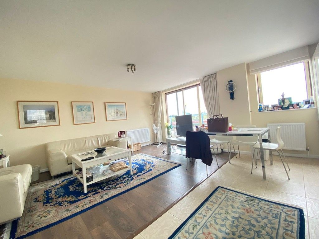 2 bed flat to rent in Asher Way 2