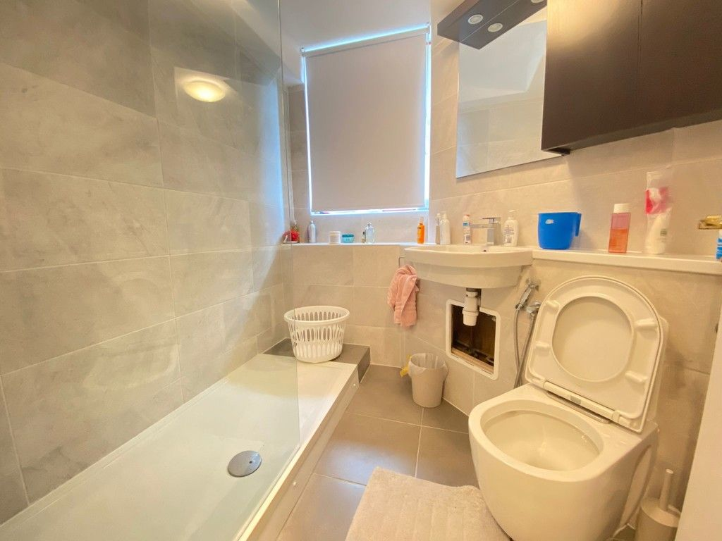 2 bed flat to rent in Asher Way 5