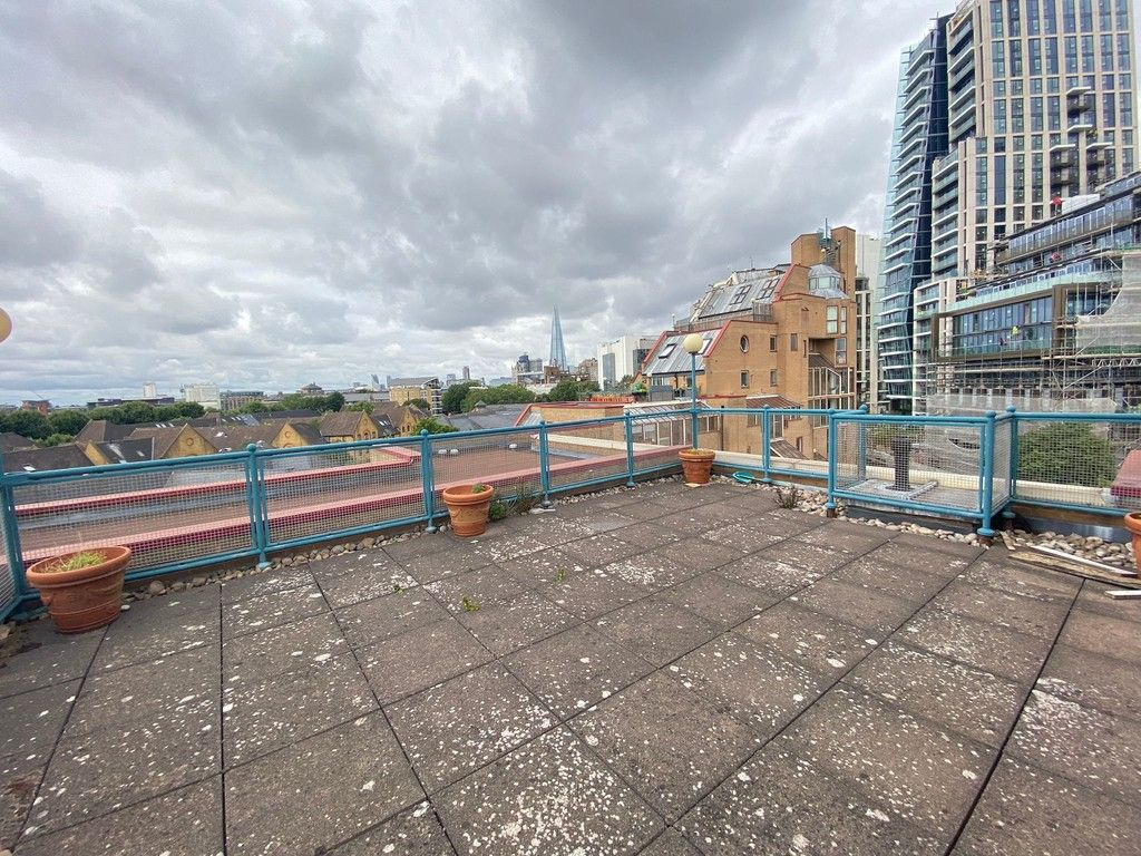 2 bed flat to rent in Asher Way 8