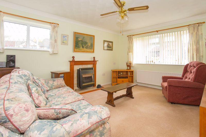 2 bed bungalow for sale in Stoke Sub Hamdon  - Property Image 2