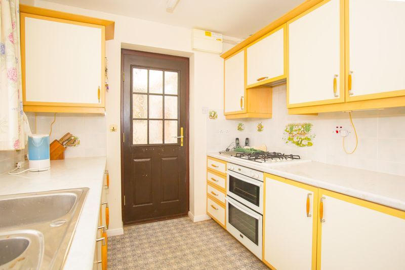 2 bed bungalow for sale in Stoke Sub Hamdon  - Property Image 5