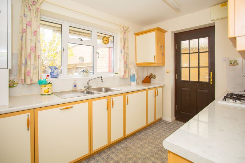 2 bed bungalow for sale in Stoke Sub Hamdon  - Property Image 10