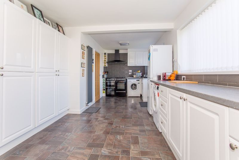 4 bed house for sale in Yeovil  - Property Image 3