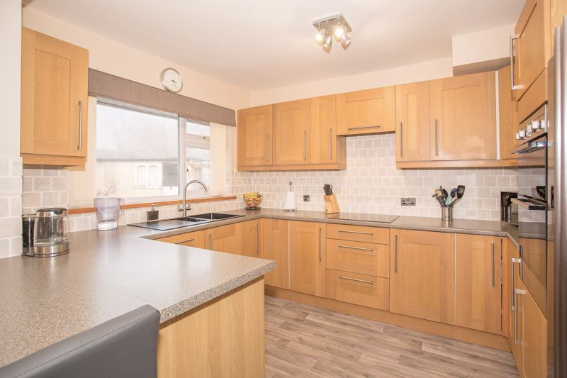 3 bed bungalow for sale in Bucklers Mead Road, Yeovil  - Property Image 8