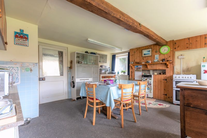 4 bed house for sale in Kingsbury Episcopi  - Property Image 4