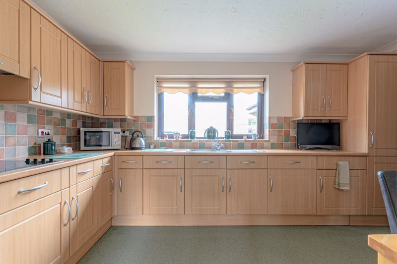 3 bed bungalow for sale in South Petherton  - Property Image 12
