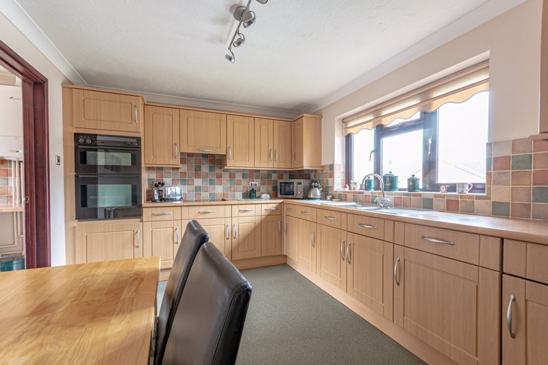 3 bed bungalow for sale in South Petherton  - Property Image 4