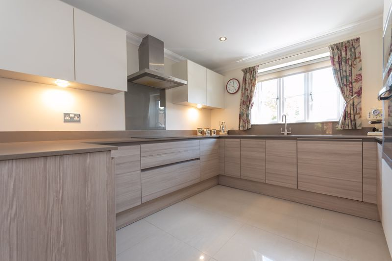 3 bed house for sale in Chapel Field, South Petherton  - Property Image 3