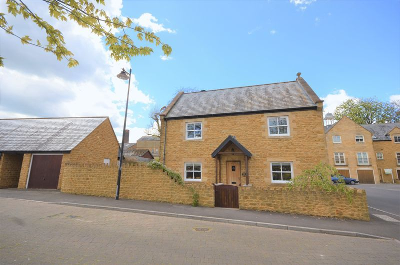 3 bed house to rent in Stoke-Sub-Hamdon, TA14