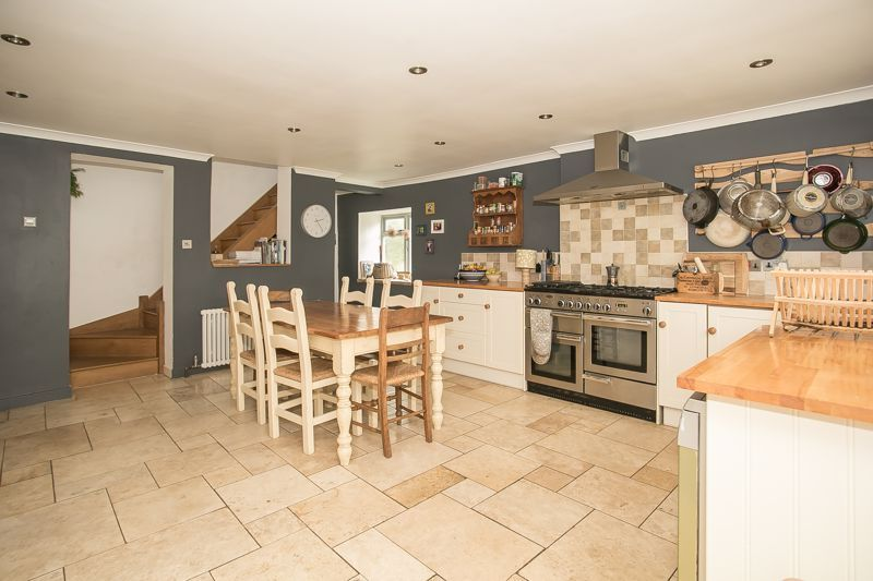 3 bed house for sale in Montacute  - Property Image 2