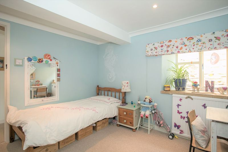 3 bed house for sale in Montacute  - Property Image 5