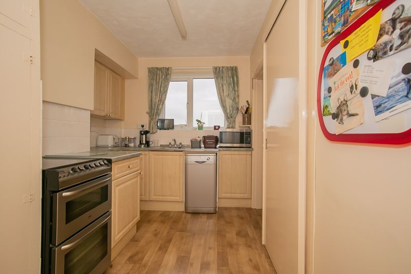 3 bed bungalow for sale in South Petherton  - Property Image 5